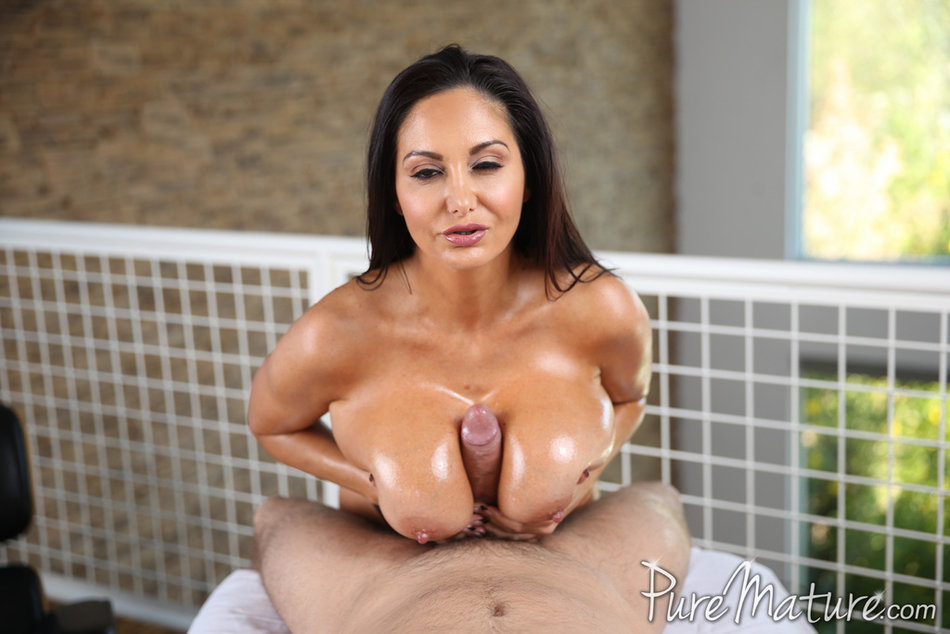 Bank Manager Sophie Dee Bars Her Big Ass As She Strips In Vault Voyeurhit